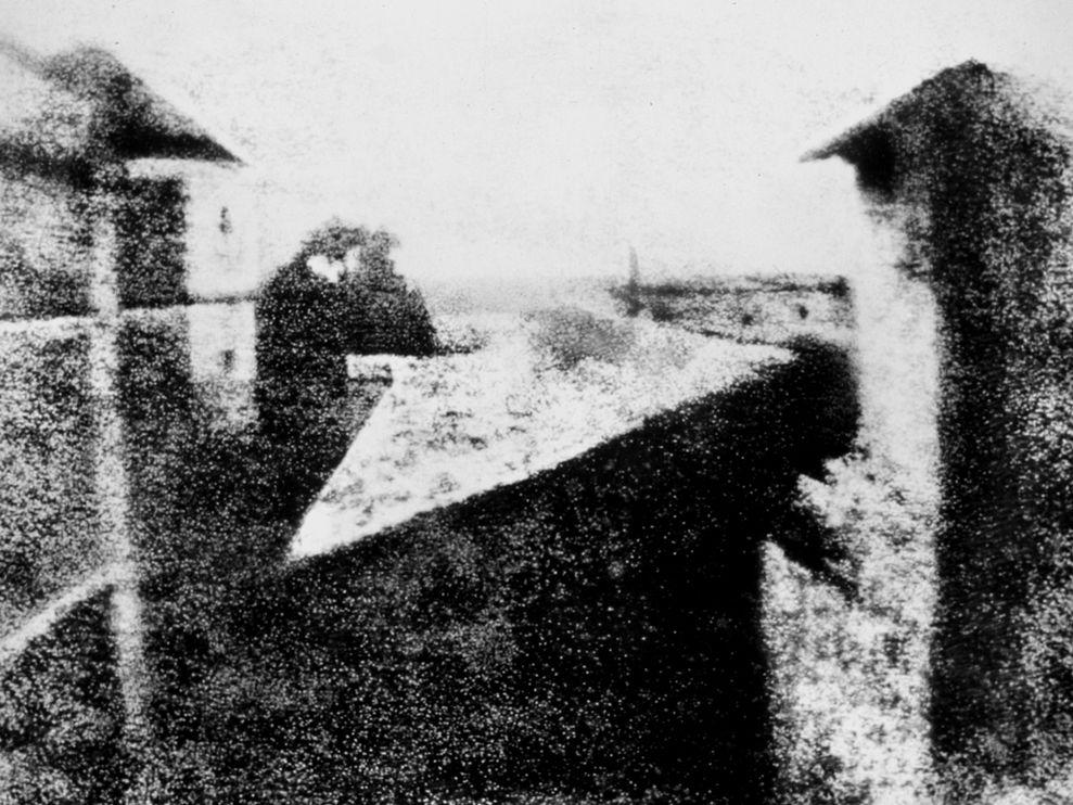 هذه اول صورة فوتوغرافيه تم تصويرها في التاريخ - سنه 1826