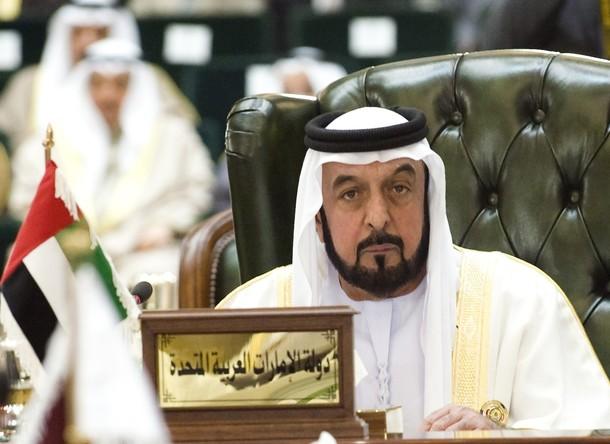 (صور) الشيخ خليفة بن زايد .. يظهر لاول مره بـ لحيه بيضاء يكسوها الشيب