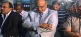 فيديو يتم تداولة للواء ومدير امن مصري يتلفت اثناء صلاة الجمعة