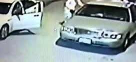فيديو: سعودي يوثق عبر كاميرة المراقبة لحظة سرقة سيارته