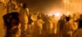 فيديو : مستهتر يدهس عدد من المتجمهرين مما أدى لوفاتهم !!
