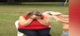 فيديو : كلب ينقض على صاحبته ويعض وجهها !!
