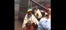 فيديو : خليجي راح افريقيا يتعلم عاداتهم وﭠقاليدهم واخر المقطع فصل