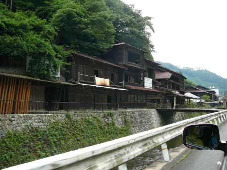 Gratuitous picture: driving in rural Japan, the cultural value of wood and breaking preconceptions (Photo: Luis).