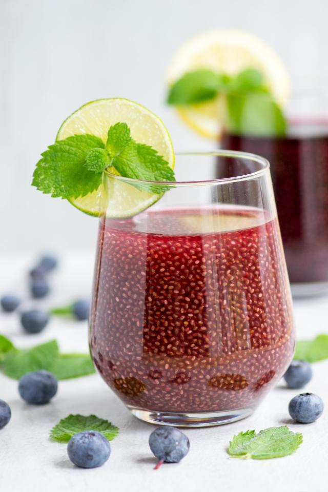 Chia Juice - Reap the health benefits of chia seeds in your morning breakfast juice with this simple recipe that packs a powerful nutritional punch! Vegan and gluten-free. | QueenofMyKitchen.com
