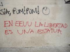 La libertad es una estatua - Graffiti