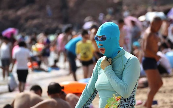 Face-Kini: Una moda en la playa de China