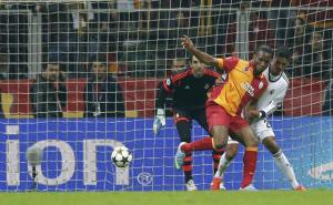 Galatasaray's Didier Drogba (2nd R) scores a goal past Real Madrid's Raphael Varane (R) and goalkeeper Diego Lopez during their Champions League quarter-final second leg soccer match in Istanbul April 9, 2013.        REUTERS/Murad Sezer (TURKEY  - Tags: SPORT SOCCER TPX IMAGES OF THE DAY)