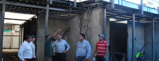 Alcalde verifica trabajos de la bahía municipal