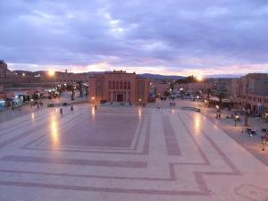 Place Al Mouahidine à Ouarzazate