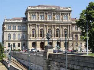 L'Académie Hongroise des Sciences à Pest, près du Pont des Chaînes