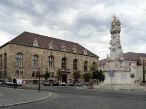 Le cente culturel de la Maison de Hongrie et la Colonne de la Pest sur la Place de la Trinité