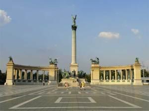 La Place des Héros et le Monument du Millénaire