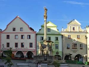 La Colonne de la Peste au milieu de la Place Centrale