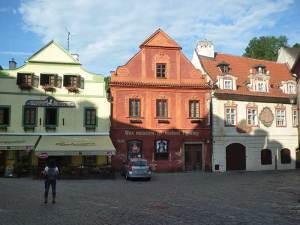 Le Wax Museum et ses statues de cire dans une des plus belles rues de Český Krumlov