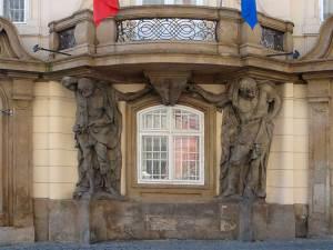 Les deux Atlantes de l'Ambassade de Roumanie