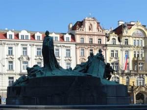 Le Monument à Jan Hus, personnage très apprécié des pragois et  précurseur du protestantisme