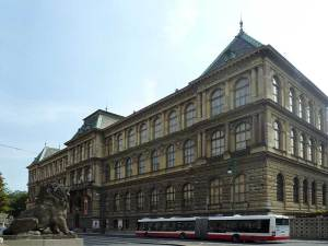 Le Musée des Arts Décoratifs en face du Rudolfinum et à côté du Vieux Cimetière Juif