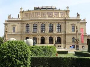 Le Rudolfinum sur la Place Jan Palach, siège de l'orchestre philharmonique tchèque