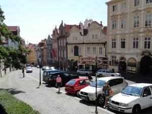 La Rue Nerudova bordée de magnifiques bâtiments et permettant d'accéder au Hradčany