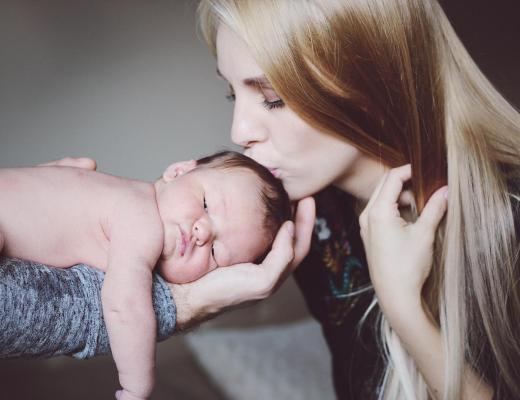 newborn photos of baby zander at four days old by rachael burgess