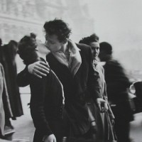 Le Baiser de l'Hotel de Ville, romantisme et polémiques