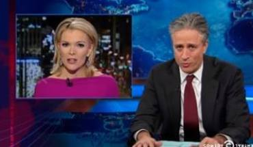 Hilarious Jon Stewart Nails Fox News Hypocritical Report on Santa and Jesus being White (vid)