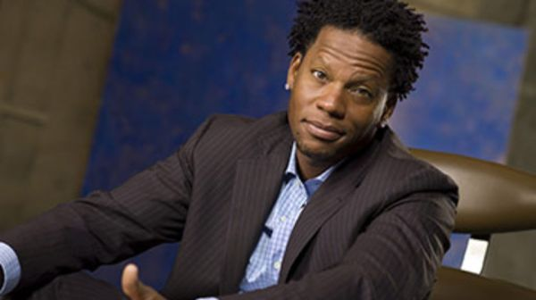 dl hughley 600x336 What Made DL Hughley Go Off on a Caller?