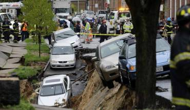 aptopix baltimore street collapse Watch Baltimore Street Landslide (video)