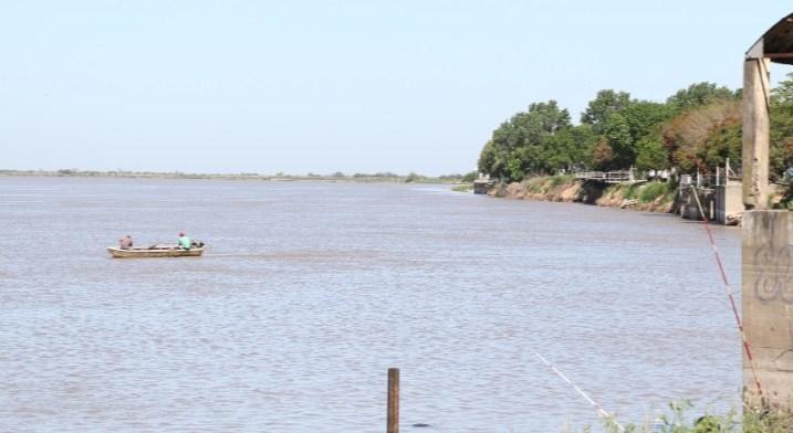 Cuatro jóvenes fueron rescatados del río