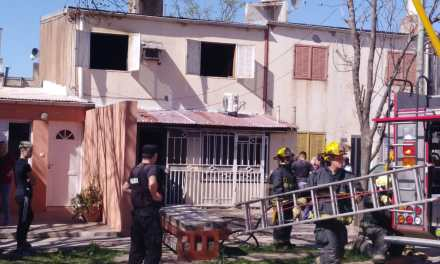 Incendio en la planta alta de una vivienda