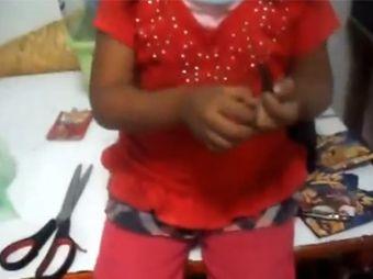 Padre obliga a su hija a comer cucarachas