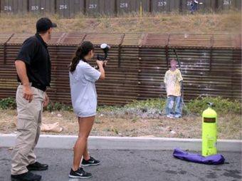 ensenan-a-ninos-en-eu-como-disparar-a-migrantes