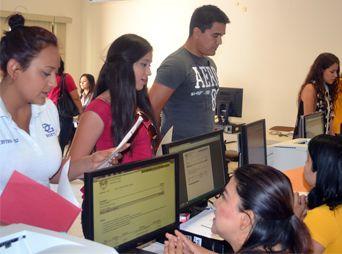 Atiende Unison a 700 aspirantes de nuevo ingreso durante el primer día