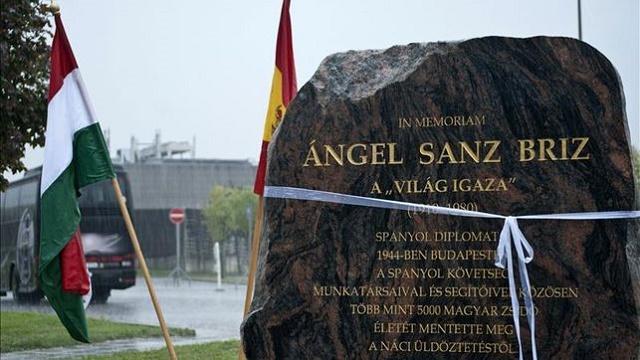 Budapest homenajea a Ángel Sanz-Briz, con su hijo Juan Carlos Sanz-Briz