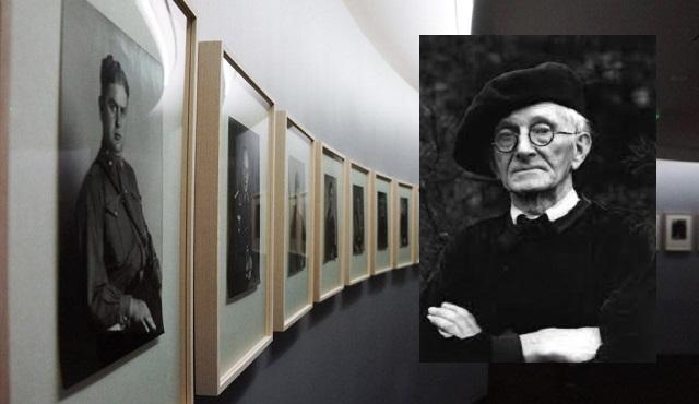 August Sander en el Memorial de la Shoah de París, con su co-comisaria Marie-Edith Agostini