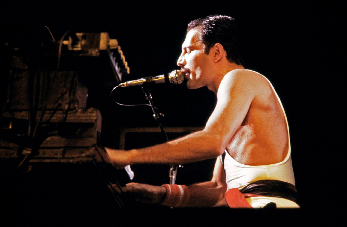 FREDDIE MERCURY 'Bohemian Rhapsody' - Youtube