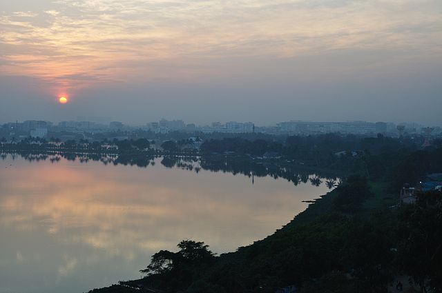 640px-Winter_Solstice_Sunset_-_Kolkata_2011-12-22_7706