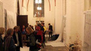"""Vernissage der Ausstellung """"heute mir, morgen dir; hodie mini, cras tibi"""", Marienkirche Greifswald (Photo: Nils Zippel)"""