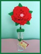 Jarrón con flor de goma eva