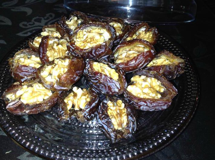 Gezonde snack: dadels gevuld met walnoot