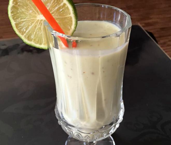 Avocado-banaanmilkshake met dadels