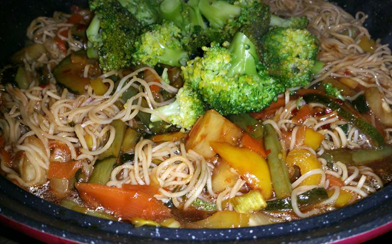 Wok met noodles en groenten