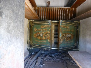 Abandoned Safe in tiny brick structure, Bodie