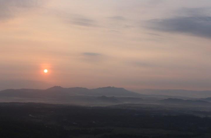 Sunrise-gunung-gambar