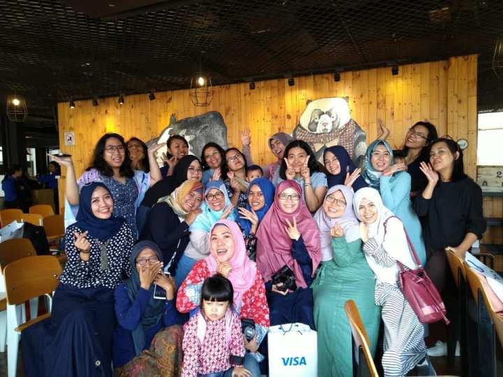 Bersama sebagian teman blogger peserta workshop (pic by Mak Mira)