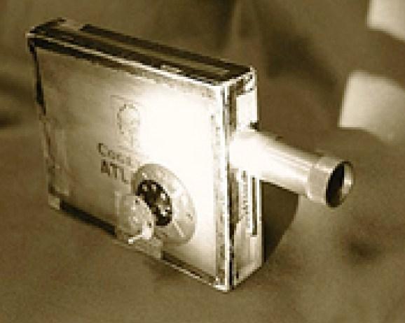De eerste camera van Raoul Servais, vervaardigd met een sigarenkistje