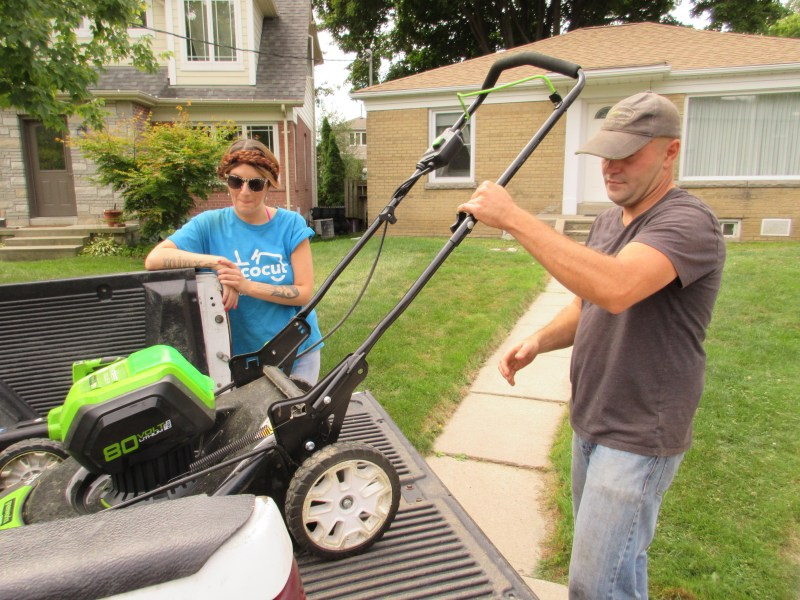 80v battery powered lawnmower for grass cutting in Toronto