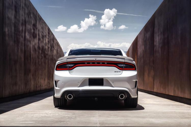 Dodge Charger SRT Hellcat 31