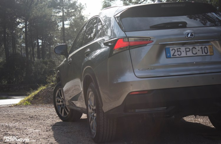Lexus NX 300H-10